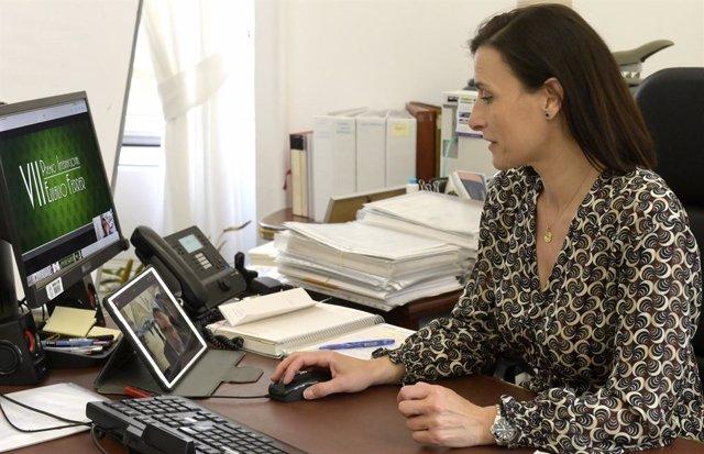 La alcaldesa de Santander, Gema Igual, en el acto por videoconferencia de la entrega del Premio Eulalio Ferrer a la filósofa mexicana Juliana González Valenzuela