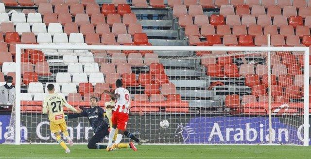 El delantero del Almería Sadiq anota el 1-0 ante el Espanyol en LaLiga SmartBank 2020-2021