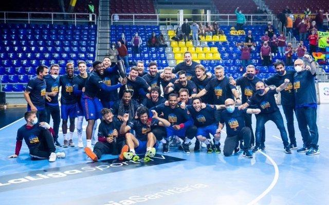 El FC Barcelona de balonmano celebra la conquista de la Liga Sacyr ASOBAL 2020-2021