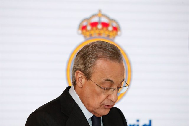 """Archivo - Florentino Perez, President of Real Madrid, attends during the presentation of the """"Corazon Classic Match 2020"""" between Real Madrid Leyends and Porto FC Leyends at Santiago Bernabéu Stadium on December 12, 2019."""