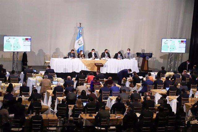 Archivo - Los diputados de Guatemala celebran una sesión en el Teatro Nacional