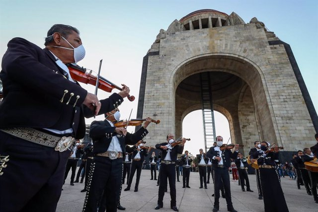 "Archivo - 22 November 2020, Mexico, Mexico City: Members of a Mariachi band perform in front of the monument to the Revolution as part of an activity called ""#SalvemosAlMarichi"" which demands financial support from the government to musicians that have su"