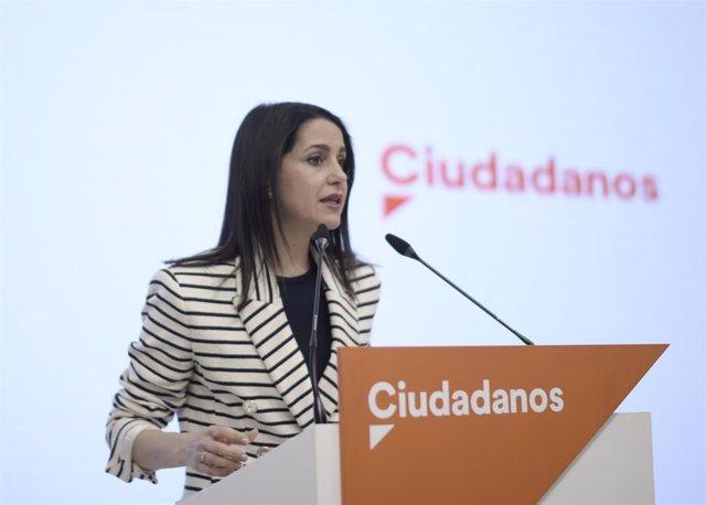 La presidenta de Ciudadanos, Inés Arrimadas, durante una rueda de prensa en la sede del partido en Madrid.
