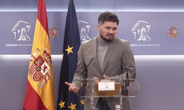 El portavoz parlamentario de ERC, Gabriel Rufián, interviene durante una rueda de prensa anterior a una Junta de Portavoces convocada en el Congreso de los Diputados, en Madrid, (España), a 23 de marzo de 2021.