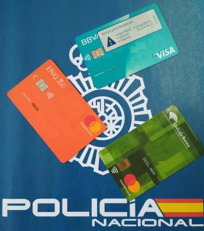 Sucesos.-Detenidos cuatro jóvenes y un menor acusados de más de mil compras fraudulentas con tarjetas clonadas
