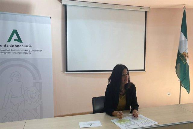Ana González Pinto, en una rueda de prensa en la sede de la Delegación de Igualdad