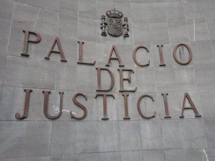 Ordenan la apertura de juicio oral contra el hombre que mató a su mujer e hijo en una cueva de Adeje (Tenerife)
