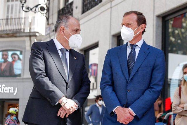 Archivo - El presidente de LaLiga, Javier Tebas, junto al Director de Relaciones Institucionales del Real Madrid, Emilio Butragueño