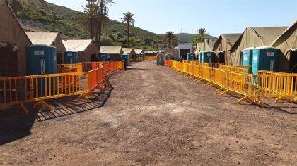 El Defensor del Pueblo visita de nuevo los campamentos de migrantes instalados en Canarias
