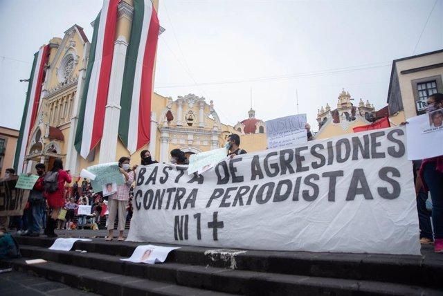 Archivo - Protesta contra las agresiones a periodistas en México