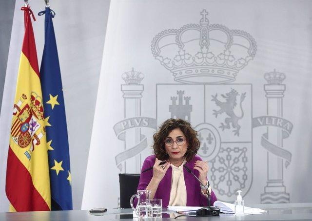 La ministra de Hacienda y portavoz del Gobierno, María Jesús Montero, durante una rueda de prensa posterior al Consejo de Ministros, en La Moncloa, en Madrid (España), a 30 de marzo de 2021. El Ejecutivo acoge esta semana una nueva remodelación. Con la ma