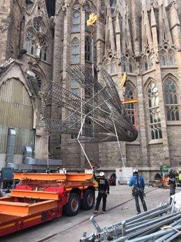 La Sagrada Família creix 11 metres amb una peça per a la torre de la Mare de Déu.