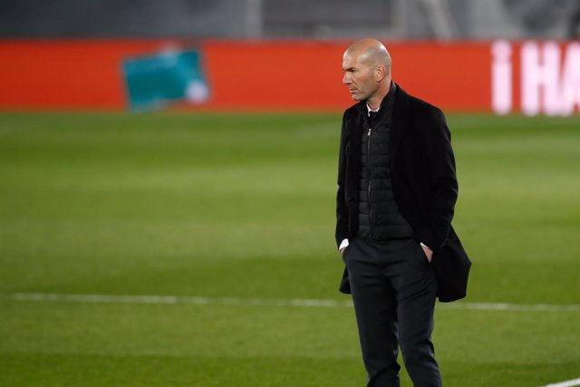 Archivo - Zinedine Zidane, head coach of Real Madrid, looks on during the the spanish league, La Liga Santander, football match played between Real Madrid and Real Sociedad at Alfredo Di Stefano stadium on march 01, 2021, in Valdebebas, Madrid, Spain.