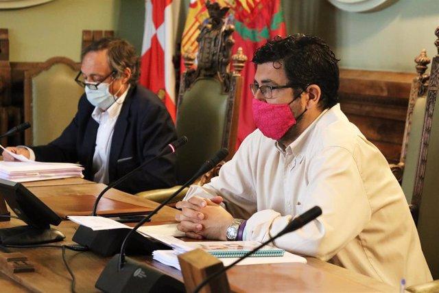 El concejal de Participación Ciudadana y Deportes, Alberto Bustos, durante el Consejo Rector de la FMD.
