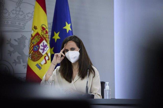 La ministra de Derechos Sociales y Agenda 2030, Ione Belarra, en rueda de prensa en la Moncloa