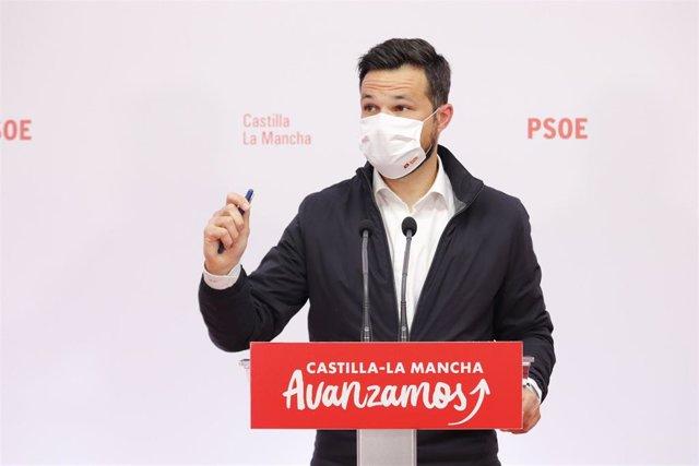 El diputado del PSOE, Miguel Zamora, en rueda de prensa.