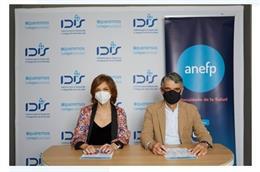 De izquierda a derecha: Marta Villanueva, director general de Fundación IDIS; y Jaume Pey, director general de la ANEFP.