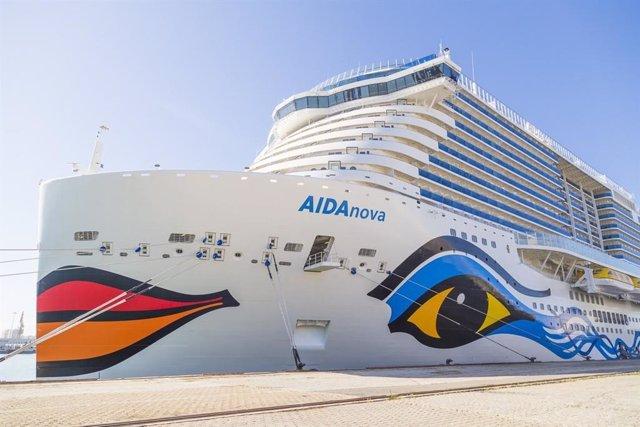 Archivo - El crucero AIDANova, en el Puerto de Cádiz, este martes