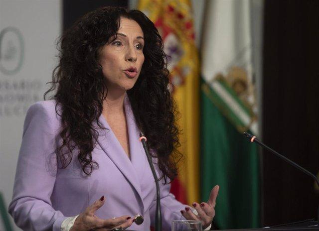 La consejera de Igualdad y Políticas Sociales, Rocío Ruiz, durante la rueda de prensa posterior al Consejo de Gobierno de la Junta de Andalucía en una foto de archivo.