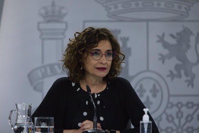 La ministra portavoz y ministra de Hacienda, María Jesús Montero, durante una rueda de prensa, a 20 de abril de 2021, en el Palacio de la Moncloa, Madrid, (España).