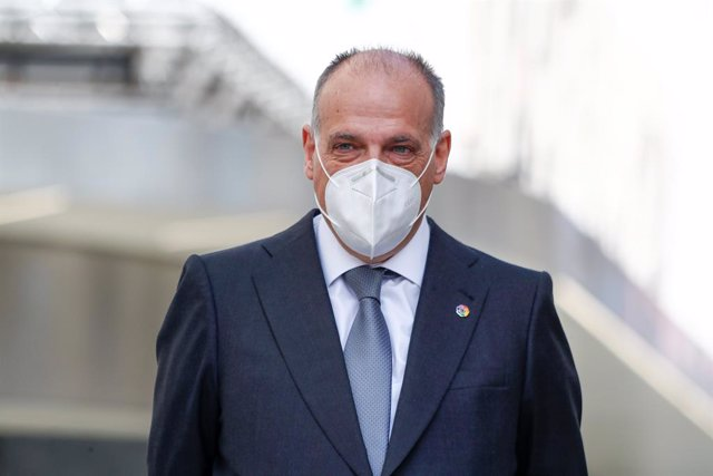 Archivo - Javier Tebas, President of LaLiga, is seen during an event celebrated on Calle Preciados in Madrid in which the City Council supports the restart of the remaining matches of LaLiga in Spanish football interrupted by the coronavirus COVID19 pande