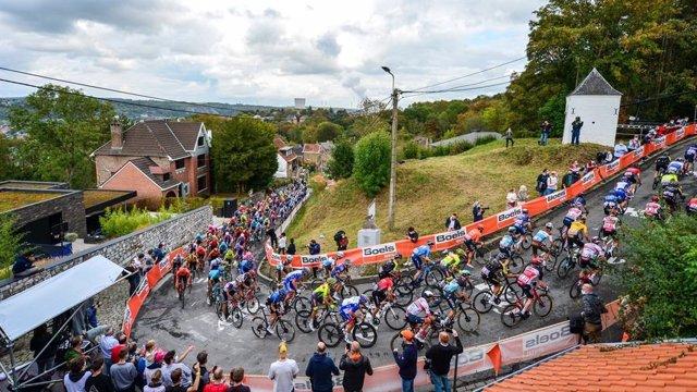 Instante de La Flecha Valona 2020, ganada por el ciclista suizo Marc Hirschi