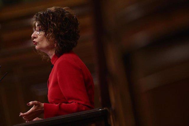La ministra de Hacienda y portavoz del Gobierno, María Jesús Montero, interviene durante una sesión plenaria celebrada en el Congreso