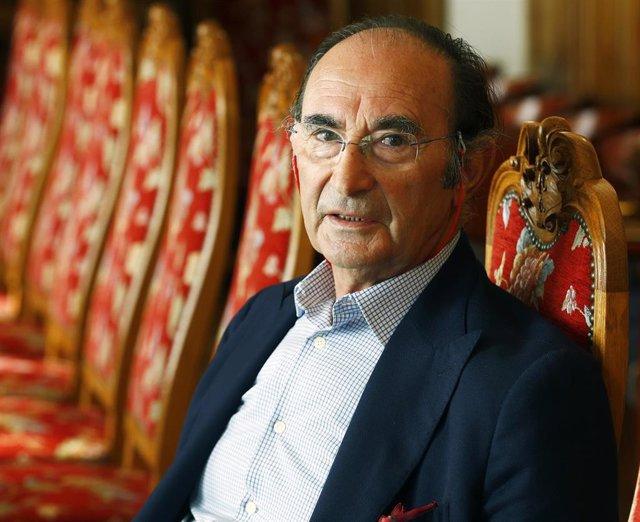 Archivo - El catedrático de Sociología y presidente del Real Instituto Elcano, Emilio Lamo de Espinosa, dirige esta semana en la UIMP el curso España y Europa en el mundo
