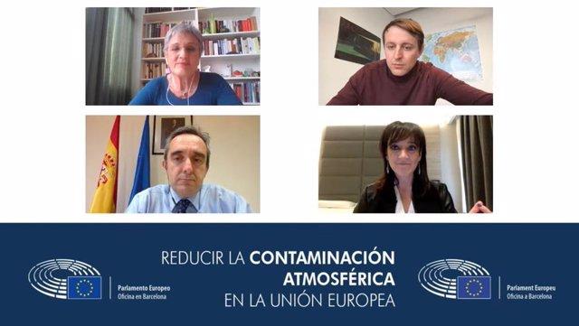 D'esquerra a dreta, la periodista Milagros Pérez Oliva (moderadora de l'acte), l'eurodiputat Javi López, el director general de Qualitat i Avaluació Ambiental, Ismael Aznar; i l'assessora d'ECODES, Cristina Monge, aquest dimarts 20 d'abril de 2021.