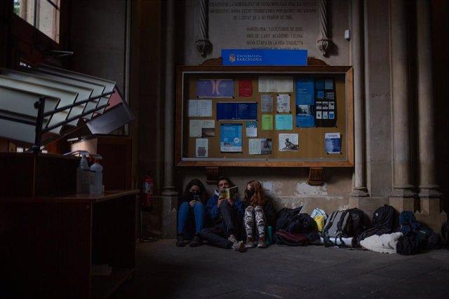 Estudiantes ocupan la Universitat de Barcelona (UB)