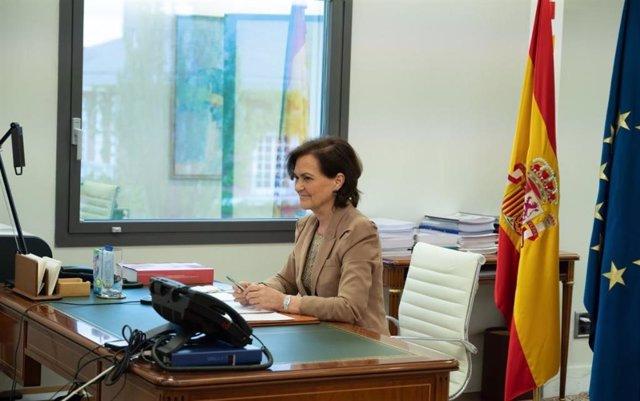 """La vicepresidenta del Gobierno, Carmen Calvo, ha inaugurado la mesa redonda """"Perspectiva de género y Diversidad en el ámbito constitucional y europeo""""."""