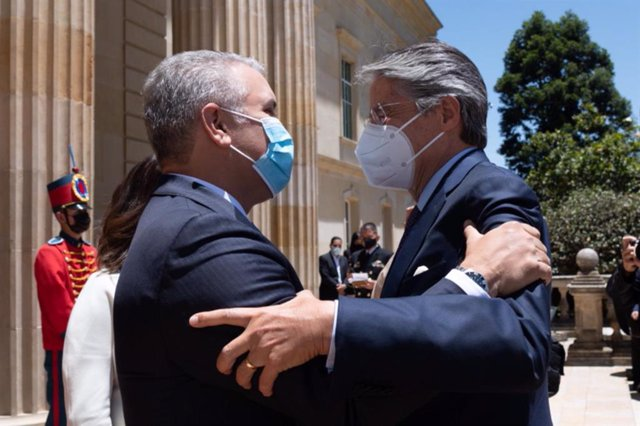 20 April 2021, Colombia, Bogota: Guillermo Lasso (R), president-elect of Ecuador, is received by Ivan Duque, president of Colombia, at the presidential palace. Lasso will assume the presidency of Ecuador on 24 May. Photo: ---/colprensa/dpa - ATENCIÓN: Sól