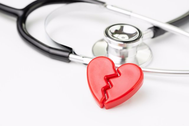 Archivo - Corazón roto, medicina.