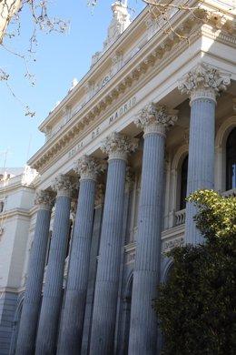 Archivo - Exterior del Palacio de la Bolsa