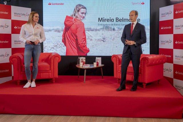 Archivo - La nadadora Mireia Belmonte y el consejero delegado de Banco Santander España, Rami Aboukhair, en un 'Santander Talks' tras la inauguración del Santander Work Café de Passeig de Gràcia en Barcelona