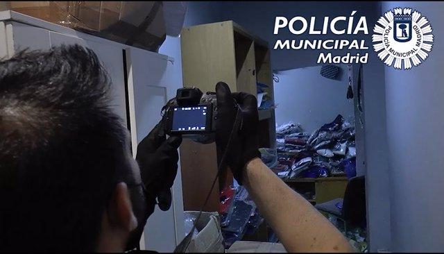 Archivo - Intervenidos 3.830 artículos falsos en un piso, desde elq ue se distribuían para la venta ambulante ilegal
