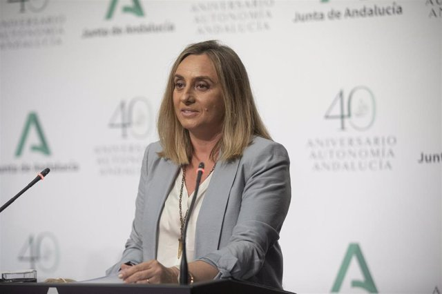 La consejera de Fomento, Marifrán Carazo , durante la rueda de prensa posterior a la reunión del consejo de Gobierno de la Junta de Andalucía. En Sevilla (Andalucía, España), a 20 de abril de 2021.