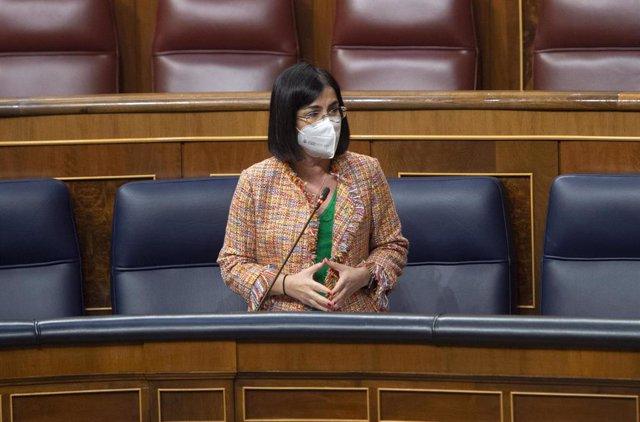 La ministra de Sanidad, Carolina Darias, interviene durante una sesión plenaria en el Congreso de los Diputados