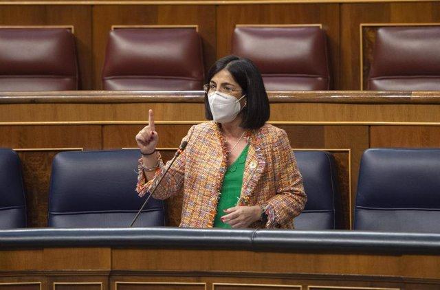 La ministra de Sanidad, Carolina Darias, interviene durante una sesión plenaria en el Congreso de los Diputados, Madrid, (España), a 24 de marzo de 2021. Este pleno, marcado por la campaña electoral de Madrid del próximo 4 de mayo, supone la última sesión