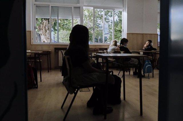 Archivo - Niños en un aula del Colegio Privado Alameda de Osuna en el primer día del curso escolar 2020-2021, en Madrid (España) a 7 de septiembre de 2020. Los colegios públicos comenzarán mañana, 8 de septiembre, las clases de forma escalonada, que en Ma