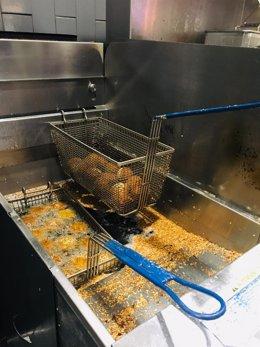 Archivo - Freidora con falafels fritos aceite de canola.