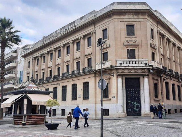 Fachada del antiguo Banco de España en Huelva capital.