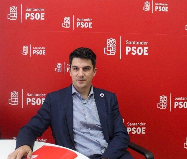 Archivo - Portavoz del PSOE en el Ayuntamiento de Santander, Daniel Fernández. Archivo
