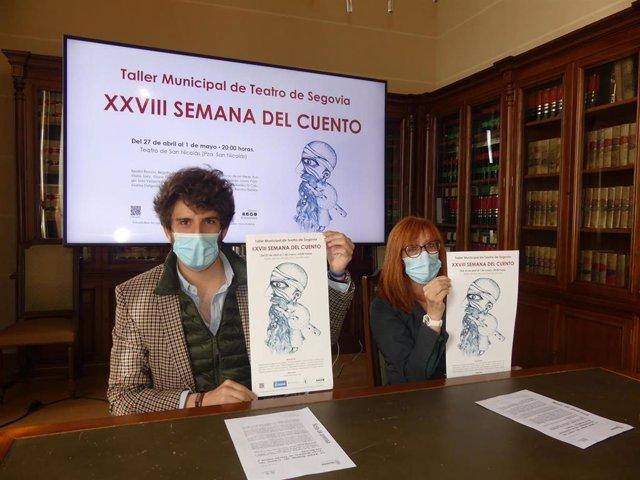 El concejal de Cultura, Alberto Espinar, y la directora del Taller Municipal de Teatro, Maite Hernangómez.