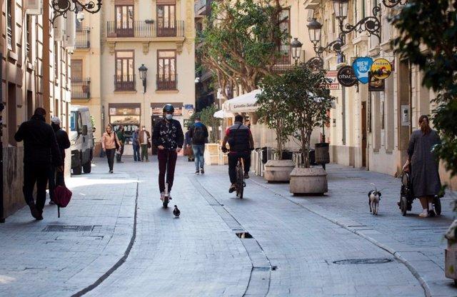 Patinet circulant a València