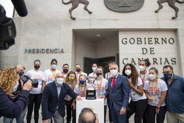 Torres recibe al CV CCO 7 Palmas -JAV Olímpico- para celebrar su triunfo en la Liga Iberdrola