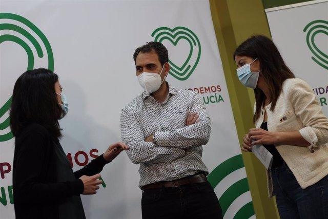 Los representantes de Unidas Podemos por Andalucía Isabel Franco, Toni Valero y Sira Rego, este miércoles en Sevilla.