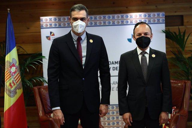 El presidente del Gobierno, Pedro Sánchez, y su homólogo de Andorra, Xavier Espot