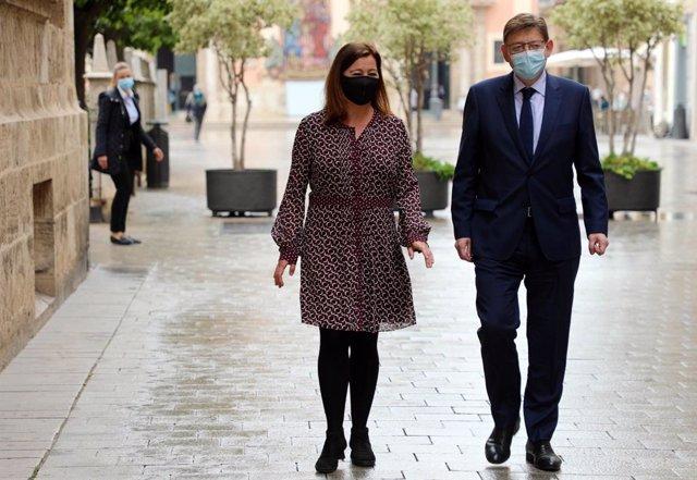 Armengol y  Puig llegan al Palau de la Generalitat para mantener una reunión sobre los fondos europeos