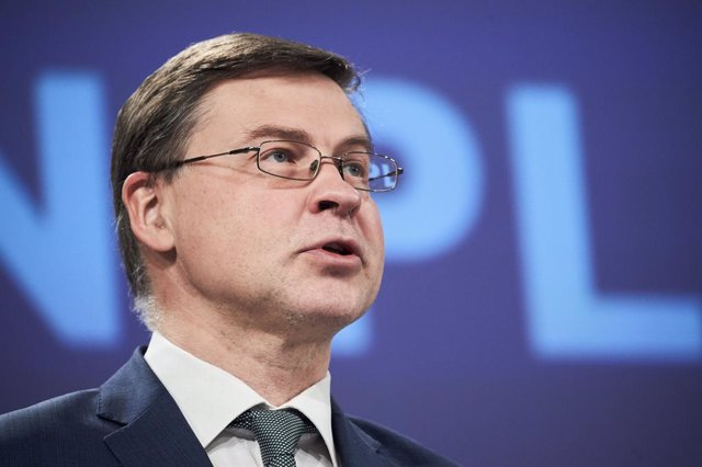 Archivo - HANDOUT - 04 March 2021, Belgium, Brussels: Valdis Dombrovskis, Executive Vice-President of the European Commission in charge of an Economy that Works for People, and Commissioner for Trade, speaks during a press conference on the European Pilla